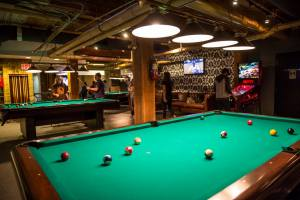 Roxy_bar_pool_table_t2