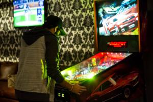 Roxy_bar_pool_hall_pinball