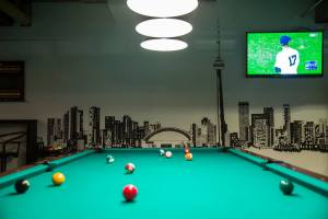Roxy_bar_pool_table_t4
