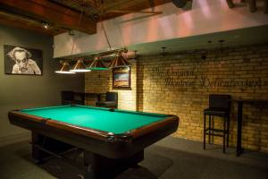 Roxy_bar_pool_table_t7