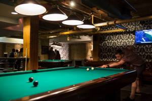 Roxy_bar_pool_table_t6